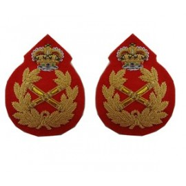 Field Marshal Rank Badge in Gilt with Queens Crown