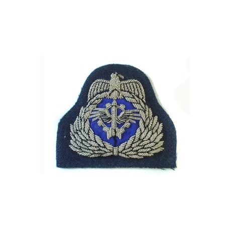 KUWAIT AIR FORCE CAP BADGE ON RAF BARATHEA